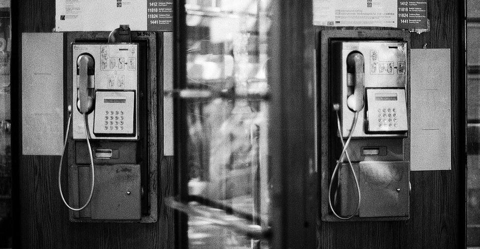 vielle cabine téléphonique
